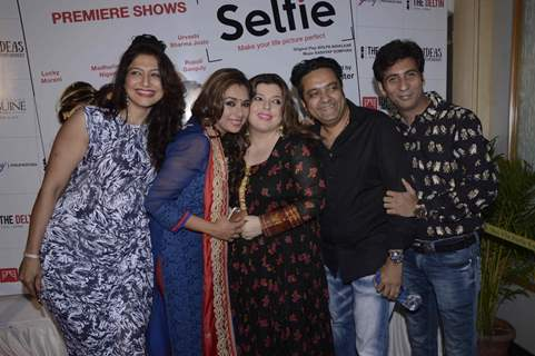Rupali Ganguly and Delnaz Irani at Selfie With Celebs Paritosh Painter Play 2016