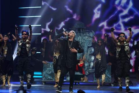 Yo Yo Honey Singh Performs at COLORS GiMA AWARDS 2016