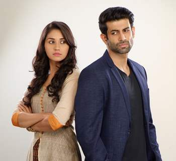 Nikita Dutta and Namik Paul in Ek Duje Ke Vaaste