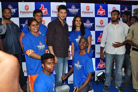 Mahesh Babu Felicitates Winners of 'Thumps Up Thunder Challenge'
