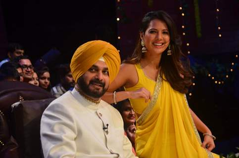 Navjot Singh Siddhu and Rochelle Maria Rao Have a Blast on the sets of 'The Kapil Sharma Show'