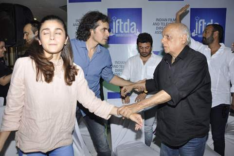 Alia Bhat, Mahesh Bhatt, Imtiaz Ali & Vikas Bahl at Press Meet of IFTDA for Udta Punjab Controversy!