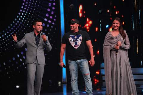 Salman Khan and Anushka Sharma Promote Sultan on 'Sa Re Ga Ma Pa'