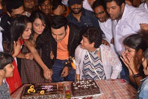 Sonal Vengurlekar and Rinku Karmarkar celebrates completion of 200 episodes of Ye Vaada Raha