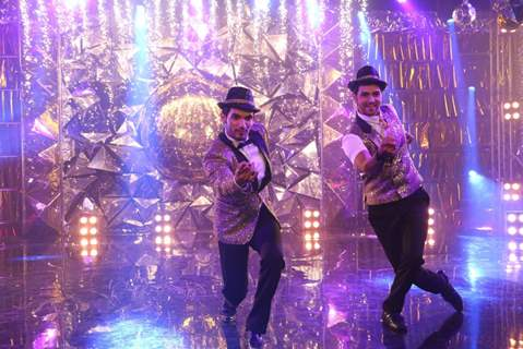 Arjun Bijlani and Shakti Arora performing at Jhalak Dikhlaa Jaa Season 9