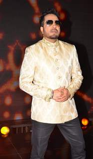 Mika Singh at Promotions of 'Madaari' on ZEE TV - Sa Re Ga Ma Pa 2016