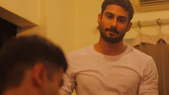 Prateik Babbar to star in a play titled '6'