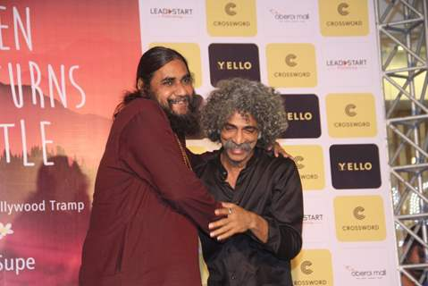 Makarand Deshpande with Raj Supe at Raj Supe's  book launch