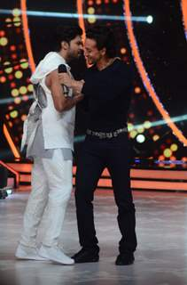 Tiger Shroff and Salman Yusuff Khan Promotes 'A Flying Jatt' on Jhalak Dikhhla Jaa