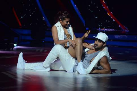 Salman Yusuff Khan performs at Promotion of 'A Flying Jatt' on Jhalak Dikhhla Jaa