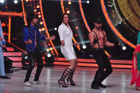 Celebs Promote 'Akira' On sets of Jhalak Dikhhla Jaa