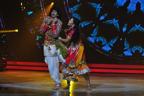 Shantanu Maheshwari at Promotion of 'Baar Baar Dekho' on sets of Jhalak Dikhhla Jaa