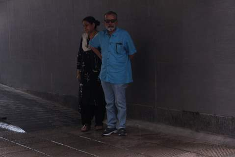 Pankaj Kapoor and Supriya Pathak snapped Outside Hinduja Hospital!