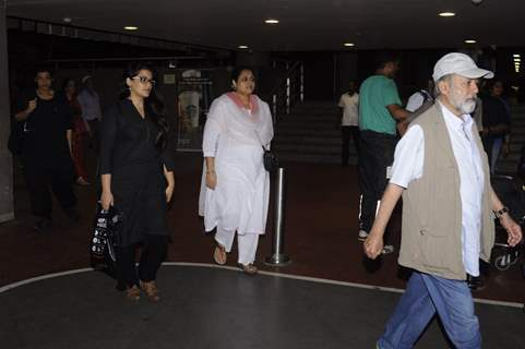 Airport Diaries!Airport Diaries: Pankaj Kapoor and Supriya Pathak!