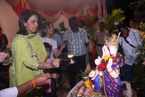 Neetu Singh performs Ganpati Visarjan at his Residency