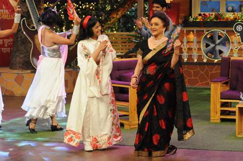 Fun moments with Asha Parekh and Helen on the sets of 'The Kapil Sharma Show'