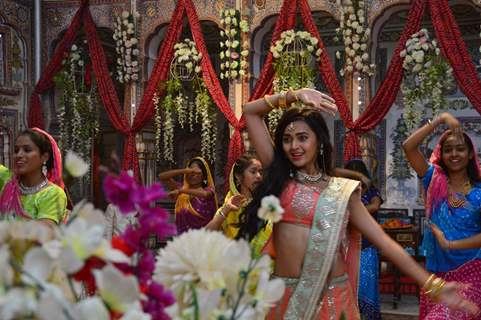 Tejasswi Prakash Wayangankar on the sets of Pehredaar Piya Ki