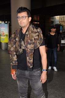 Sonu Nigam at the Airport