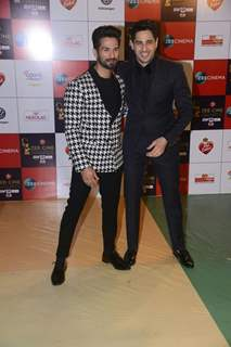 It's all smile for Shahid - Sidharth