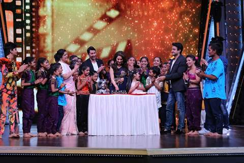 Pre- birthday celebrations for Madhuri Dixit on the sets of DID Li'l Masters!