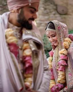 Virat Kohli and Anushka Sharma taking pheres