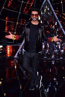 Ranveer Singh snapped on the sets of Indian Idol