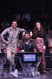 Ranveer Singh with Sara Ali Khan and Remo Dsouza on the sets of Dance Plus 4