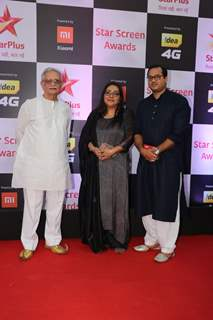 Gulzar with his daughter Meghna Gulzar at Star Screen Awards 2018