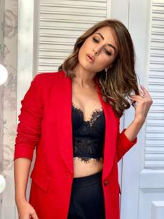 Hina Khan smashing hot look as she enters Bigg Boss House
