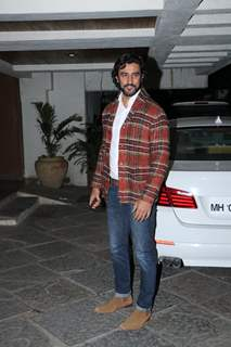 Kunal Kapoor snapped at Sonali Bendre's house party