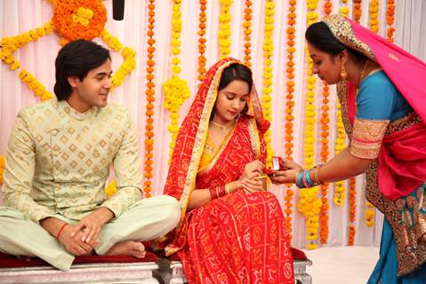 Bela Chachi giving engagement ring to Naina for Sameer