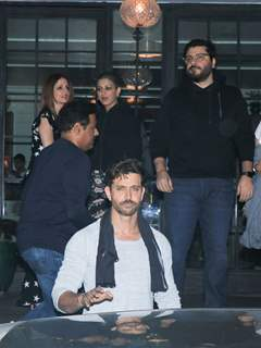 Hrithik Roshan with Suzanne Khan, Sonali Bendre and Goldie Behl at his Birthday Bash