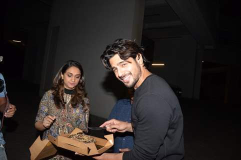 Sidharth Malhotra cutting cake at his birthday bash