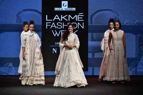Aahana Kumra walk the ramp for fashion designers at 'Lakme Fashion Week'