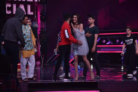 Kriti Sanon visit the sets of Super Dancer 3!