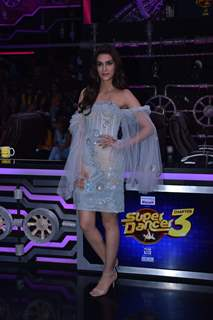 Kriti Sanon visits the sets of Super Dancer 3!