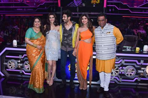 Bollywood stars at the sets of Super Dancer 3!