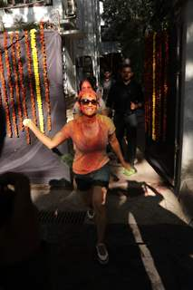 Preity Zinta celebrates Holi as she dashes colors!