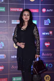 Poonam Dhillon grace the REEL Awards with their appearance!