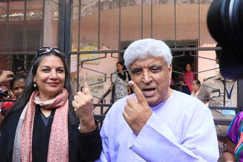 Javedh Akhtar with Shabana Azmi cast their vote!