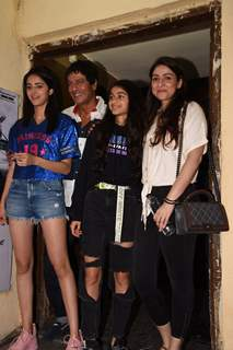 Ananya Pandey clicked with family