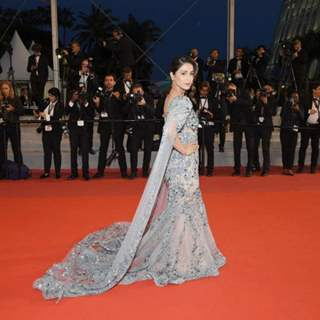Hina Khan Makes Her Cannes Red Carpet