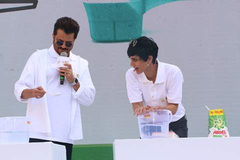 Anil Kapoor and Mandira Bedi sharing a light moment at the largest laundry lesson by Ariel