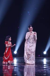 Rekha's elegant performance at Super Dancer 3!