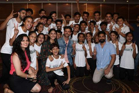 Hrithik Roshan and Mrunal Thakur at the promotions of Super 30