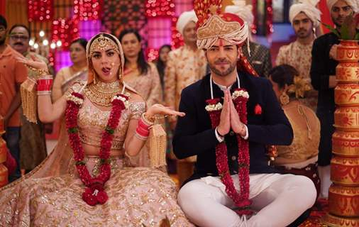 Sanjay Gagnani and Shraddha Arya posing during their on-going marriage sequence in Kundali Bhagya