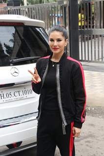 Sunny Leone spotted around the town!