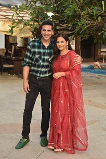 Akshay Kumar and Vidya Balan enjoy the success of Mission Mangal!