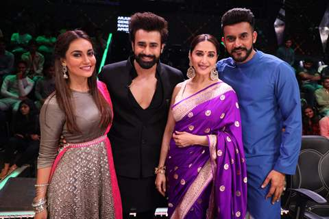 Surbhi Jyoti, Pearl Puri, Madhuri Dixit and Shashank Khaitan on the set of Dance Deewane