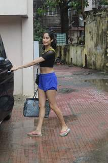 Janhvi Kapoor spotted at gym!